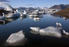 De ijzige lagune van Jokulsarlon in IJsland Stock Fotografie