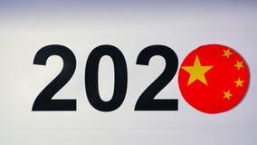 De illustratie, nieuw jaar, mannelijke hand zette op de lijst aangaande Chinese vlag, de bal van het land, 2020 stock video