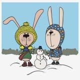 De illustratie van de winter Twee leuke konijntjes met kleren in sneeuwman stock illustratie