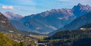 De Imsterberg-berg dichtbij de stad van Imst in Tirol, Oostenrijk, Europa stock foto's