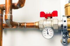 De indicator van de temperatuurmaat met waterkraan stock afbeelding