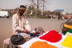 De Indische gelukkige volledige kleuren van de mensenKleur van holi Royalty-vrije Stock Foto's