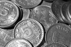 De Indische muntstukken van de Roepie stock foto's