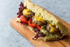 De Indische Sandwich van Stijlvleesballetjes met Bazlama-Brood Stock Afbeeldingen