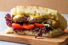De Indische Sandwich van Stijlvleesballetjes met Bazlama-Brood Stock Fotografie
