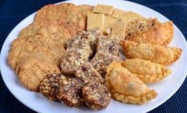 De Indische Snoepjes en smakelijk voor festivals- Mithai en namkeen stock afbeelding
