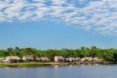 De Indische stammen van Zuid-Amerika, Amazonië op de rivierbank Amazonië Stock Fotografie