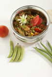 De Indische vegetarische groente van de schotelmengeling in staalpot met rauwe groenten royalty-vrije stock afbeeldingen