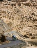 De Indische vrachtwagen in Himalayan-berg, Lamayuru landt, Ladakh, I op de maan Royalty-vrije Stock Afbeelding