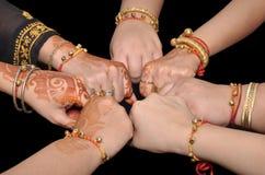 De Indische vrouw overhandigt eenheid Royalty-vrije Stock Fotografie