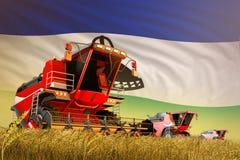De industriële 3D illustratie van landbouw maaidorser die aan tarwegebied werken met de vlagachtergrond van Lesotho, voedselprodu stock illustratie