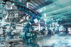 De industriële robots worden vervaardigd en geassembleerd Stock Afbeeldingen