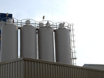 De Industriële Silo van het staal Stock Afbeeldingen
