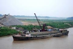 De industrie en cCargoschip op Yangtze-rivier, China stock afbeeldingen