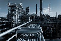 De industrie van de olie bij nacht Stock Afbeeldingen