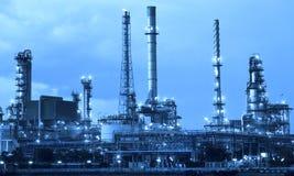 De industrie van de olieraffinaderij in het metaalgebruik van de kleurenstijl als metaalstijl Stock Afbeelding