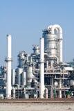 De industrie van de raffinaderij Stock Foto