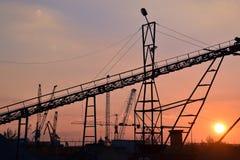 De industriella kranarna arkivbild