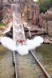 De ineenstorting van het water in pretparkHaven Aventura, Spanje Stock Afbeeldingen