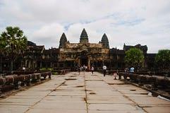 De ingang aan Angkor Wat, Siem oogst, Kambodja Grootste godsdienstig monument in wereld 162 6 hectaren royalty-vrije stock foto's