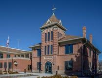 De ingang aan Garfield County Courthouse in Panguich Utah Stock Fotografie