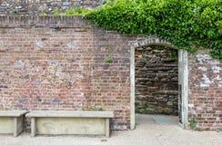 De ingang aan het kasteel tuiniert, gezien in Rogge, Kent, het UK Royalty-vrije Stock Foto's