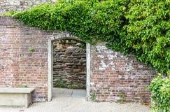 De ingang aan het kasteel tuiniert, gezien in Rogge, Kent, het UK Royalty-vrije Stock Afbeeldingen