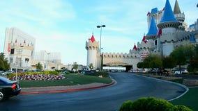 De ingang van de Excaliburauto, de Strook van Las Vegas, Las Vegas, Nevada, de V.S., stock video