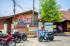 De ingang van de het Kauwenpier, het is één van de Unesco-Plaats van de Werelderfenis in Penang De mensen kunnen het gezien lopen Stock Fotografie