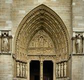 De ingang van de kerk stock afbeeldingen