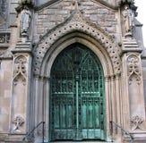De ingang van de kerk Stock Foto's