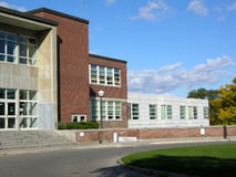 De ingang van de middelbare school Royalty-vrije Stock Afbeeldingen