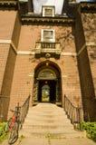 De Ingang van de universiteit met een Fiets Royalty-vrije Stock Foto