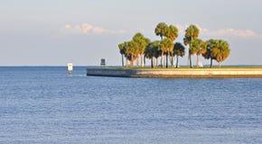 De ingang van de waterkant aan een baai Royalty-vrije Stock Foto