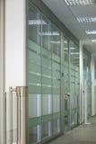 De ingang van het bureau Stock Fotografie