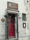 De ingang van het geschiedenismuseum Stock Afbeeldingen