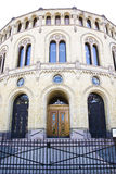 De ingang van het Noorse Parlement stock foto