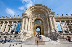 De ingang van het Petit Palais Kleine Paleis in Parijs, Frankrijk royalty-vrije stock afbeeldingen