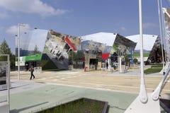De ingang van het Sierra Leonepaviljoen in Expo, universele expositie  stock afbeelding