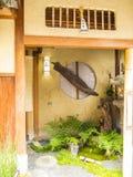 De ingang van het theehuis, Gion, Kyoto Stock Fotografie