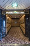 De ingang van prinsesTheatre op MV Eilandprinses stock afbeeldingen