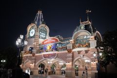 De ingang van Shanghai, China Disneyland stock foto
