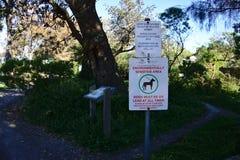 De ingang wordt niet geadviseerd op dagen van het hoge teken van het brandgevaar in park royalty-vrije stock afbeelding