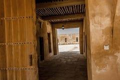 De ingangsgang aan Aqeer-Kasteel, Saudi-Arabië royalty-vrije stock foto's