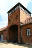 De ingangstoren van Auschwitz stock afbeeldingen