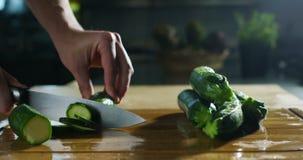 De ingrediënten en de acties schieten in 4k of 6k resolutie door beroepsagentschap van de voedsel Italiaanse industrieën, en bero stock videobeelden