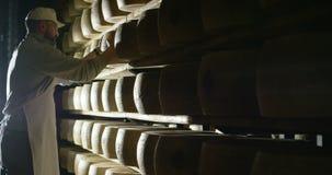 De ingrediënten en de acties schieten in 4k of 6k resolutie door beroepsagentschap van de voedsel Italiaanse industrieën, en bero stock video