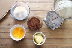De ingrediënten van de chocoladecake klaar om worden gemengd Royalty-vrije Stock Foto's