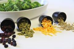 De ingrediënten van de broccolisalade stock foto's