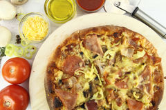 De ingrediënten van de pizza Stock Foto